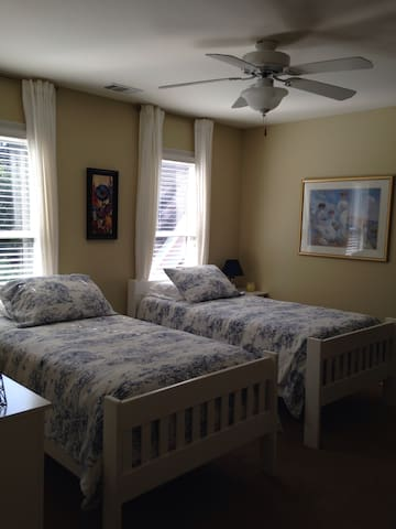 Beautiful Guestroom in estate home. - Mableton