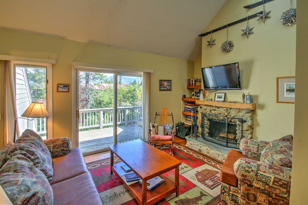 With over 1,000 square feet of living space accommodating 8 guests, it is the ideal spot for a family vacation or retreat with friends. (Note: fireplace cannot be used)