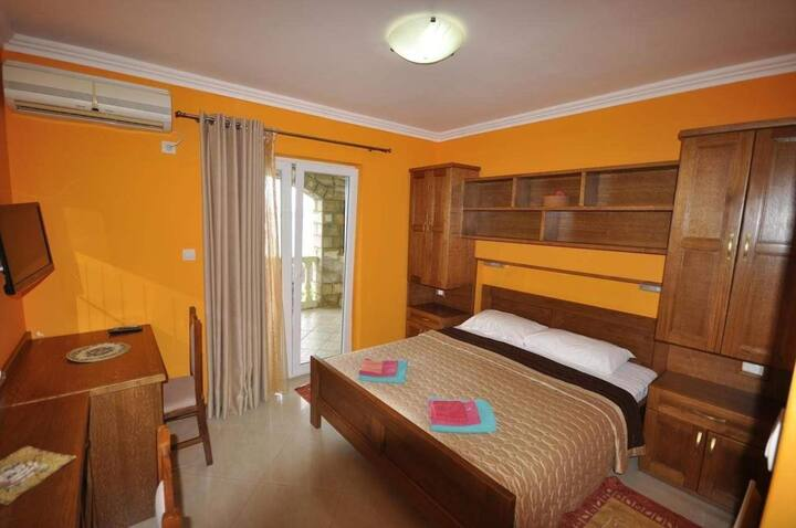 4. Double room with breakfast