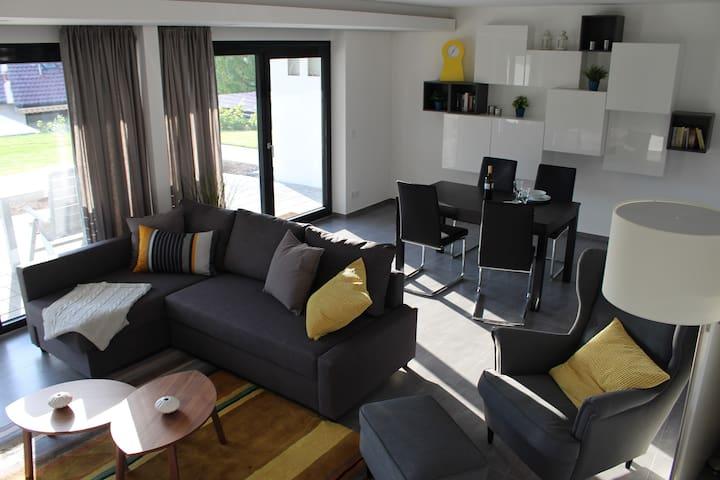 chic, modern, ruhig und groß (72m²) in Toplage - Neuffen - Apartamento