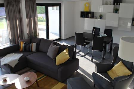 chic, modern, ruhig und groß (72m²) in Toplage - Neuffen