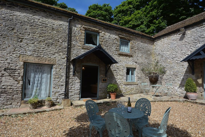 Fruitpip - a wonderful cottage with shared pool, games and lovely grounds