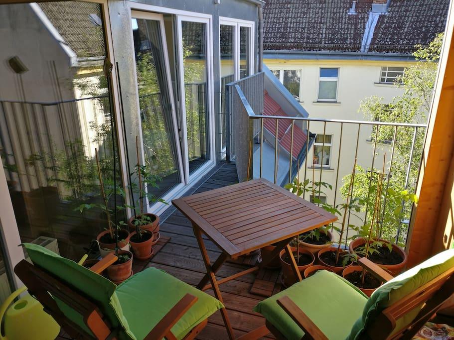 Balkon (überdacht) mit Blick zum Innenhof
