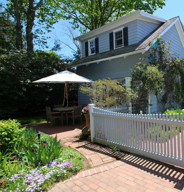 Charming Cottage with pool, 1 mile from beach