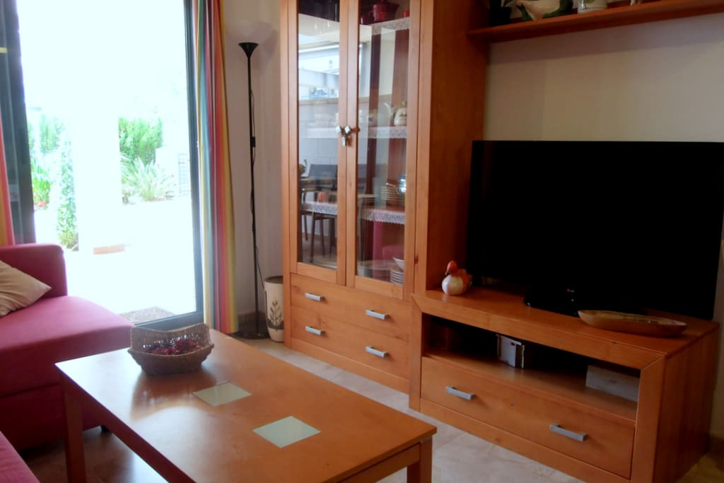 Sala de estar con TV