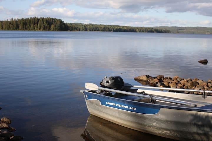 Nyrenoverad stuga med möjlighet till kräftfiske