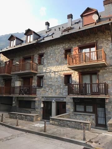 Apartamento 2º con dos balcones orientación sur (sol todo el día)