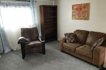 Cozy 1 bedroom guest Suite - Private Entrance