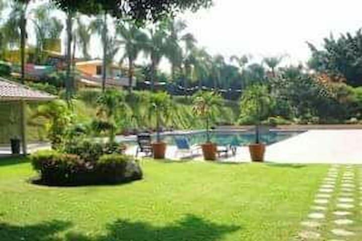 Nice condo pool & tennis court - Cuernavaca - Apartment