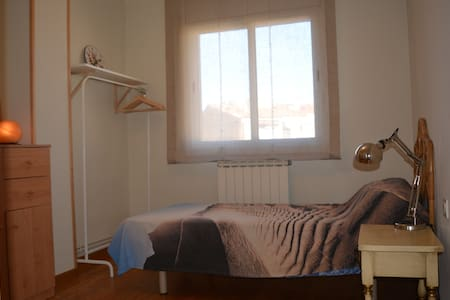 Habitación acogedora en apartamento bien situado