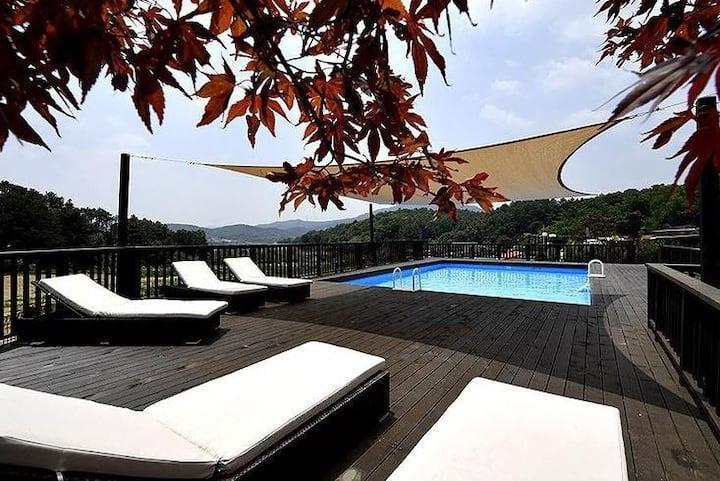 에버랜드 옆 정원이 분리되어있는 프라이빗한 공간의 감성펜션 THE145 수영장펜션입니다