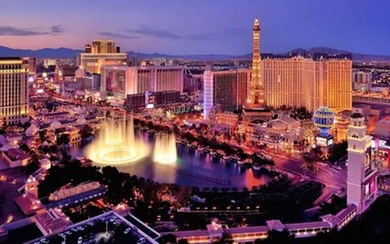 Walk to Las Vegas Strip!!