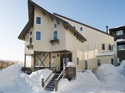 Downtown lodge B&B Room 2 Triple loft ensuite - Kutchan