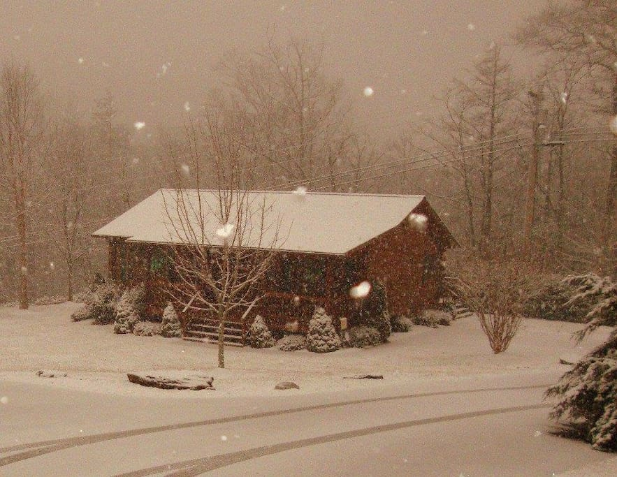 Winter at Cuddly Bear Cabin. Book now for ski season very easy access to ski lodge.