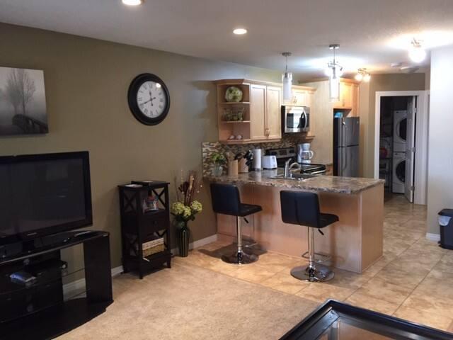 Beautiful 1 Bedroom Suite - Great East Location