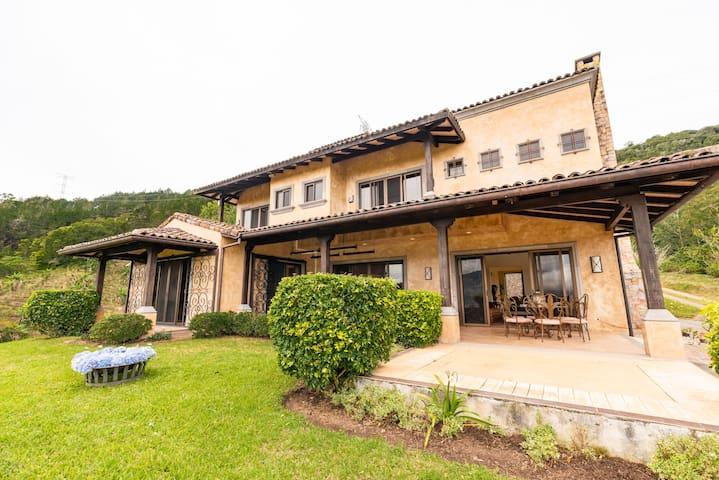 Luxurious Mediterran  Mansion Valley views, Wi-Fi
