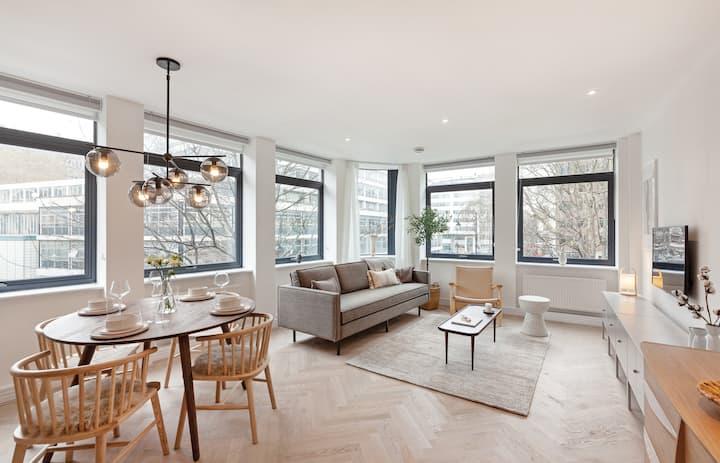 Designer 2 Bed, 2 Bath Apartment in Holborn