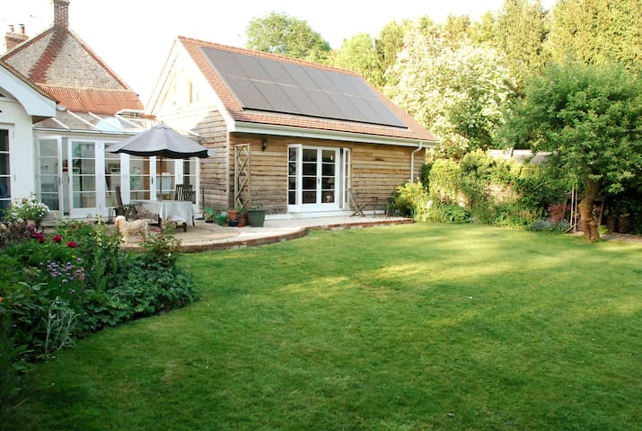 Beautiful retreat in annexe to Grade II Cottage