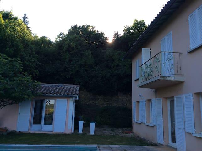 Très belle chambre dans une maison de 200 m² - Poleymieux-au-Mont-d'Or - Guesthouse