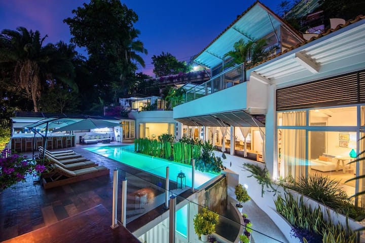 OceanView, Eco-Chic Container Villa, Fully Staffed