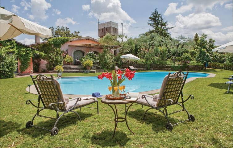 Holiday cottage with 7 bedrooms on 550 m² in Morlupo RM