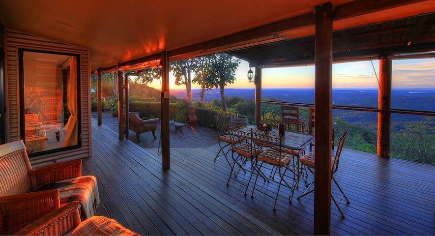 Mountain Lodge with Ocean Views - Montville - Casa