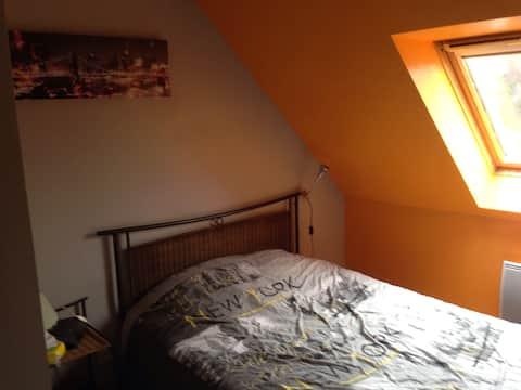 Loue chambre 10 m2 dans maison du lundi au jeudi