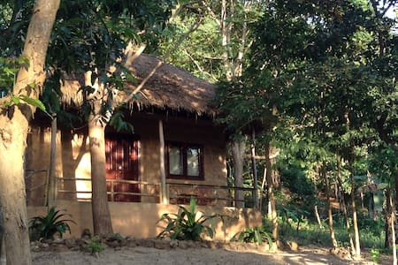 Private Double bungalow at Kep Mountain Lodge - Kep, kep