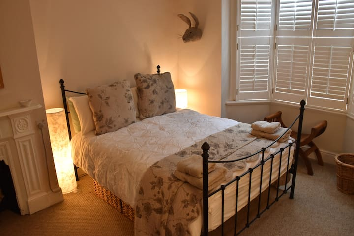 Spacious Double Bedroom in Hove