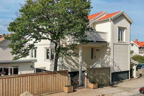 4 person holiday home in HUNNEBOSTRAND