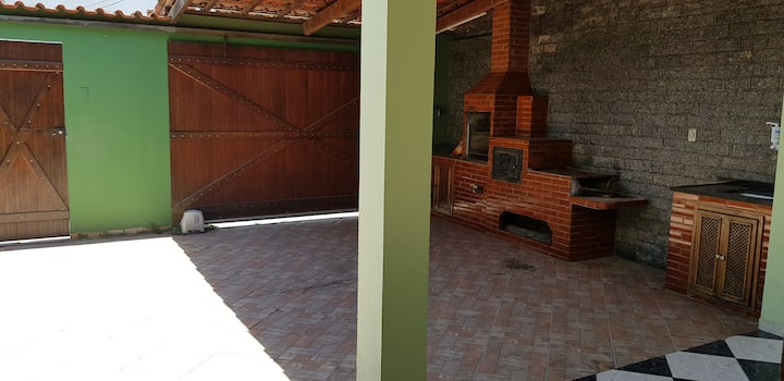 Quarto em casa no Parque Perequê