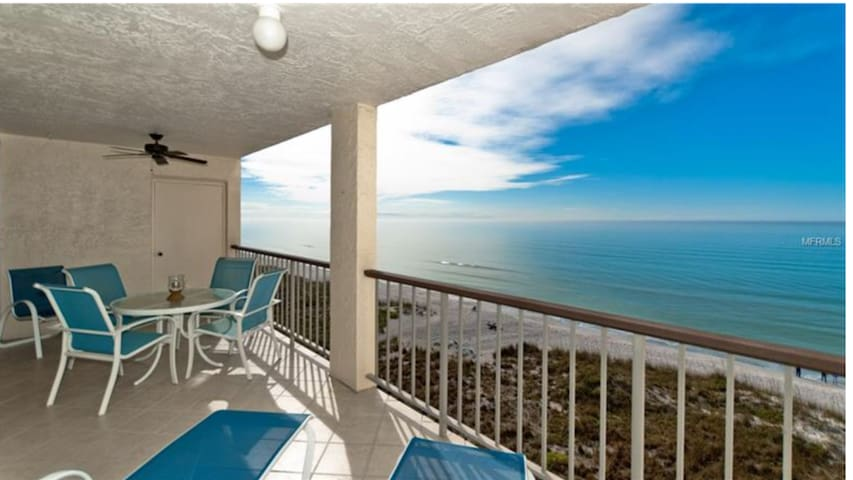 Oceanfront Longboat Key condo with stunning views.