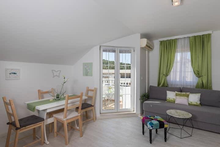 Villa Key - One Bedroom Apartment with Balcony