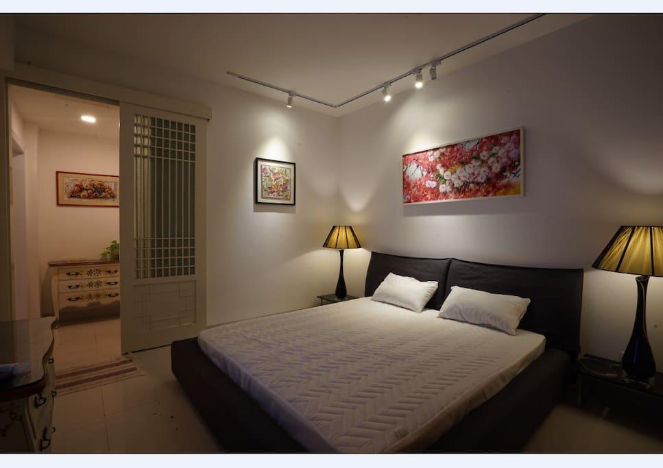 大床房,可住两人 仅限女性
