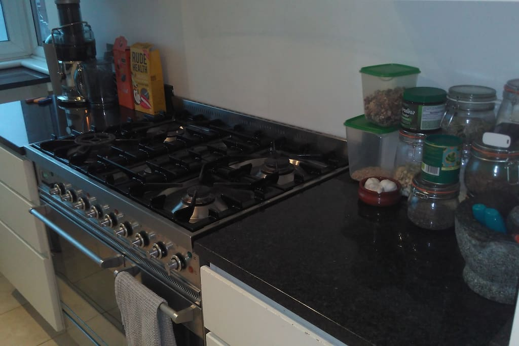 4 hob gas cooker with twin oven