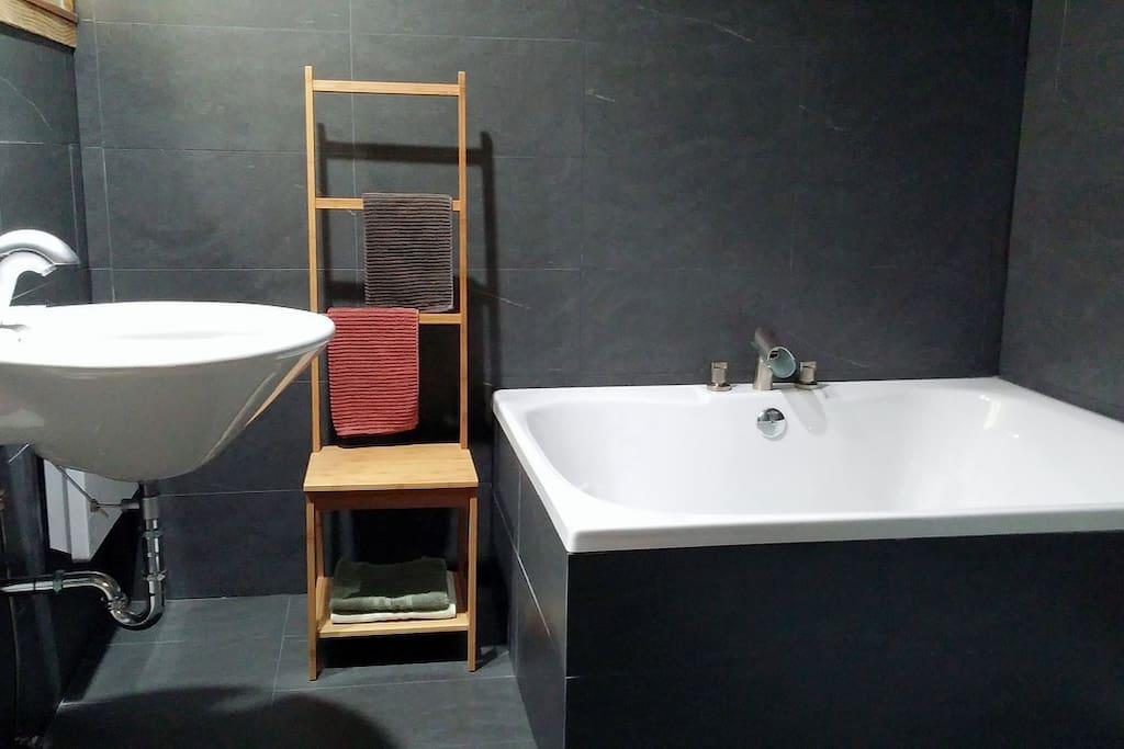 soaking tub for 2, complimentary Epson salt