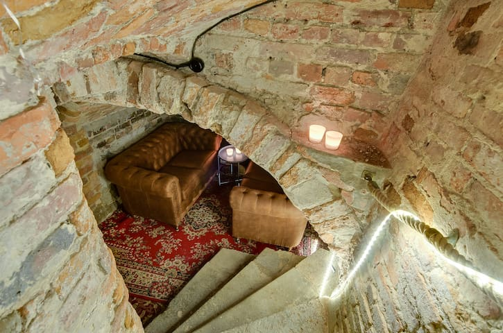 Dungeon with seating area