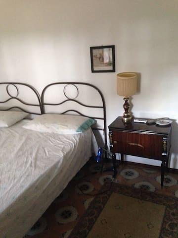 A   Stanza ampia in casale del 1600 - Cafasso-borgo Nuovo - Bed & Breakfast