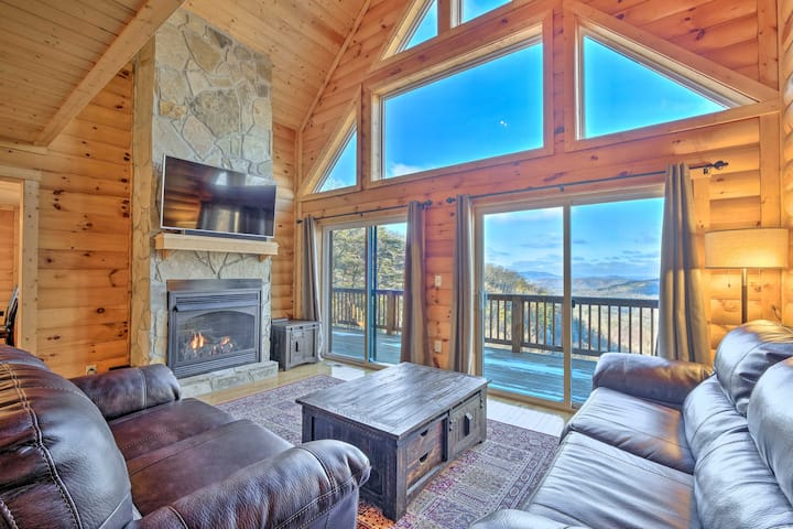 McCloud Mtn Peak Cabin w/ Deck & Panoramic Views!
