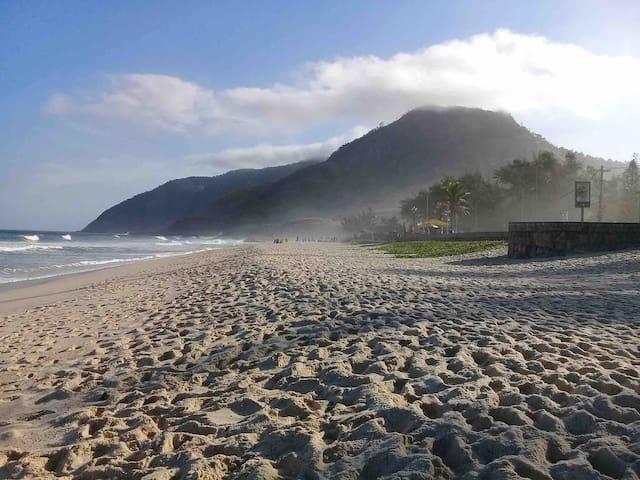 Apt inteiro 200 Metros posto  11/12 Praia Recreio
