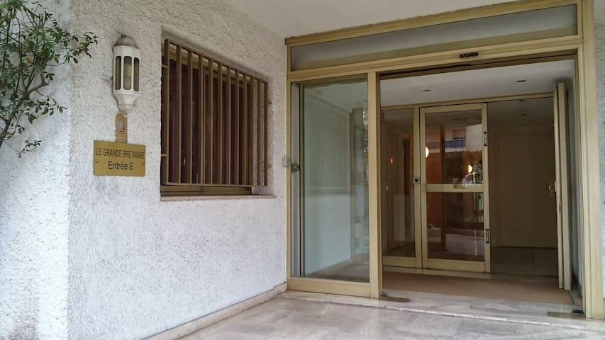 Ex chambre Hôtel 2 lits  +SdB + WC