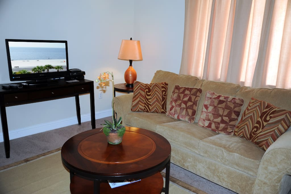 Oak Shores 110-Living Room