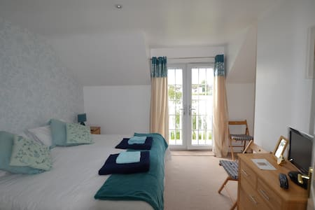 Lakeside cottage in Cotswold Waterparks - South Cerney - House