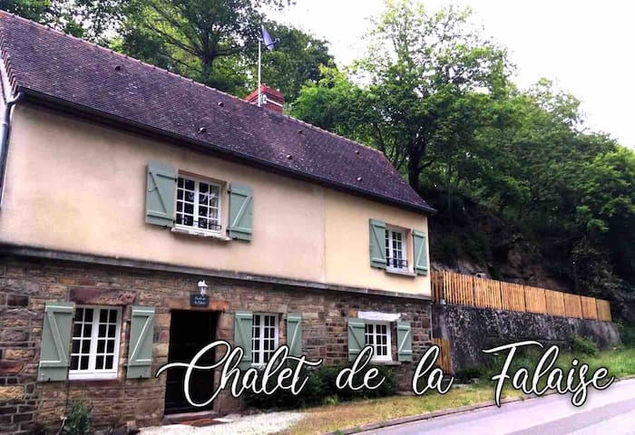 Chalet de la Falaise ( Cliff Cottage )