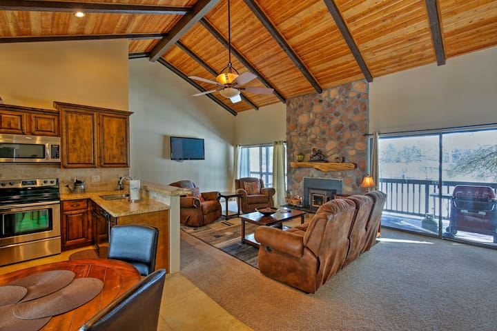 NEW! 2BR Pinetop Condo Steps from Golf & Tennis!