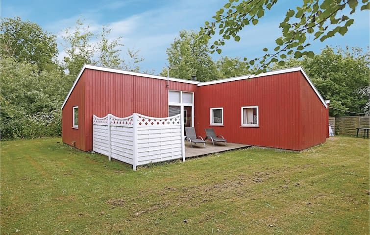 Holiday cottage with 3 bedrooms on 83m² in Nexø