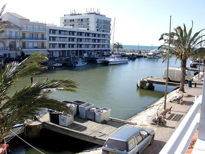 Villa vue port à 2 pas de la plage avec parking
