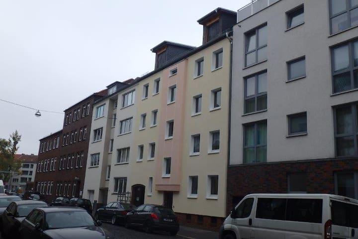 City-Wohnung mit Loggia (links)