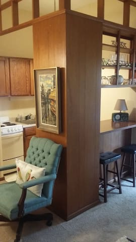 HEART Of CHAGRIN-1 BED w GARAGE - Chagrin Falls - Flat