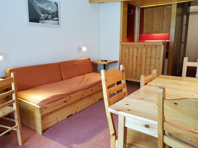 Studio for 4 persons in Arc 2000 on the slopes, in the center of the resort, next to the shops, the bowl and the ice-rnk